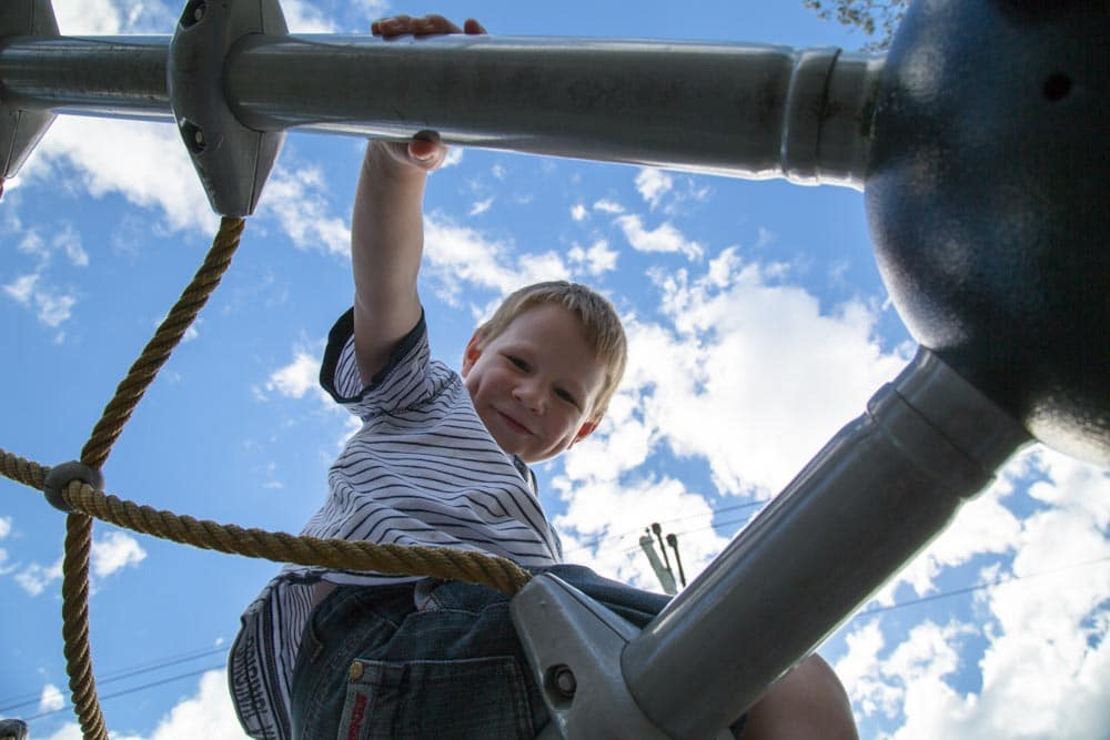 50 ways to keep children happy without spending a dime