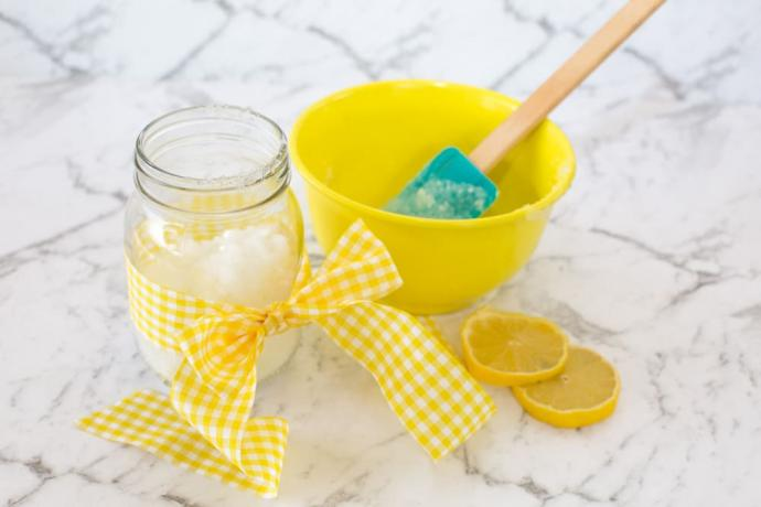 Homemade Mint and Lemon Sugar Scrub